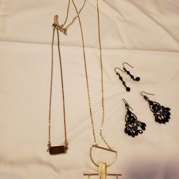 Boutique jewelry like new